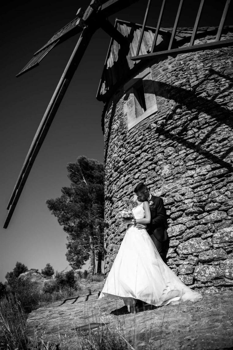 Photographe Carcassonne-Photo mariage-Photo noir et blanc-Moulin à vent Villegly-photo mariage insolite et originale