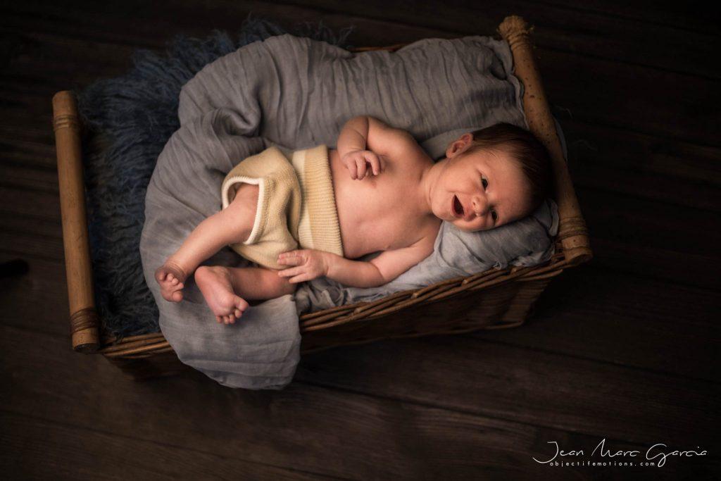 une séance bébé au studio à carcassonne. photographe nouveau né